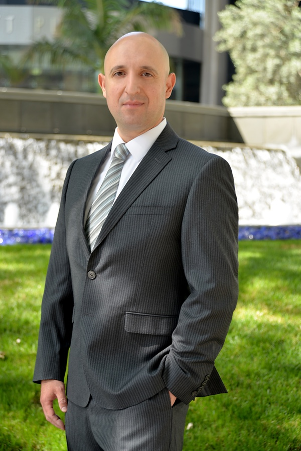 Los Angeles personal injury attorney Dmitriy Cherepinskiy in front of an office building