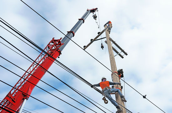 Los Angeles industrial accident attorney can assist this worker installing electrical lines in case of an accident